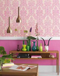 Pink, em contraste com o verde.
