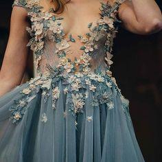 Paolo Sebastian- I have no use for this but I wish I did bc its so pretty😍😍 Dresses Elegant, Pretty Dresses, Beautiful Dresses, Prom Dresses, Formal Dresses, Wedding Dresses, Vestido Dress, Dream Dress, Runway Fashion