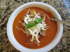 Topped with delicious Parmesan-Garlic croutons this soup is the perfect light meal - spring, summer, fall or winter! Real Food Recipes, Healthy Recipes, Healthy Food, Creamy Tomato Basil Soup, Tomato Soup Recipes, Spring Recipes, Light Recipes, Soup And Salad, Soups And Stews