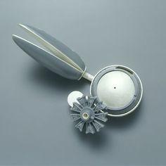 KATJA PRINS-NL-brooch Flower Pieces, 2005 | silver, plastic | 65 x 48 x 38 mm
