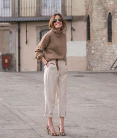 Look chic: 5 truques de estilo para parecer mais chic e rica Casual but still elegant . heels are b Beige Outfit, Leopard Heels Outfit, Brown Outfit, Mode Outfits, Casual Outfits, Fashion Outfits, Fashion Trends, Fashion Hacks, Office Outfits