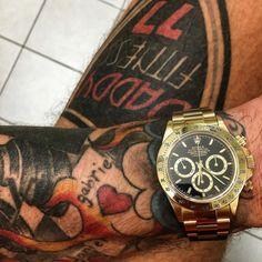 Mitt brinnande intresse och hobby för klockor .. Älskar min unika Daytona helguld från 1999 med unika Zenith urverket som inte finns idag .. Presenterar mitt nya Instagram konto @daddyfitnesswatches .. Inspiration för klockälskare WORLD WIDE .. Mina och mina vänners egna kollektioner med en touch av smycken och tatueringar och snabba bilar .. Drömmen som urmakare lever .. Följ mitt coola konto @daddyfitnesswatches .. by daddyfitness #rolex #daytona #rolexdaytona #watchesformen