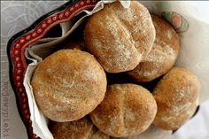 Bułki razowe Polish Recipes, Polish Food, Calzone, Dietitian, Biscuits, Healthy Lifestyle, Bakery, Rolls, Pizza