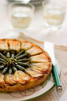 Torta salata con fiori di zucca ripieni