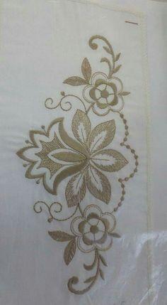 Best 9 Anita Gava's 396 media statistics and analytics – SkillOfKing. Tambour Embroidery, Gold Embroidery, Hand Embroidery Designs, Embroidery Stitches, Embroidery Patterns, Lace Patterns, Flower Patterns, Bordado Floral, Brazilian Embroidery
