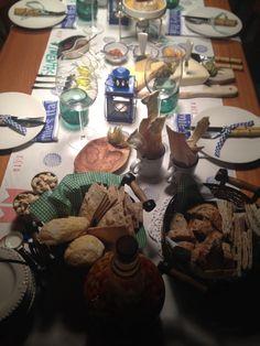 Comidas / table / mesas.  Instagram (melissasalesdecor) #festas  #mesas #table #amigos #friends #brazil #brasil #decor #decoracao #scrapmania #feitoamao #handmade #scrapbook #party #food #aperitivos #frios #comidas #mesaposta #melissasales #Valentimesday #diadosnamorados #newyear #anonovo #motherday #diadasmaes