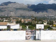 Un muro en blanco, el lienzo perfecto para los estudiantes de Bellas Artes