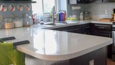DIY concrete countertops tutorial a great way to update your kitchen! Painting Bathroom Countertops, Faux Marble Countertop, Diy Concrete Countertops, Painting Kitchen Cabinets, Kitchen Countertops, Giani Granite, Granite Paint, Small Kitchen Storage, Diy Kitchen