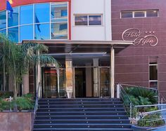 Hotel RH Gijón - Entrada Garage Doors, Exterior, Outdoor Decor, Home Decor, Cozy, Walks, Hotels, Entryway, Decoration Home