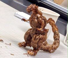 Godzilla sculpture made out of cockroaches Dark Jokes, Dark Humour Memes, Godzilla, Stupid Memes, Funny Memes, Angel Manga, Absolutely Disgusting, Creepy Images, L Death