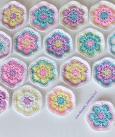 Image gallery – Page 511791945152127830 – Artofit Crochet Cushion Pattern, Crochet Square Patterns, Crochet Squares, Crochet Blanket Patterns, Crochet Motif, Baby Blanket Crochet, Crochet Stitches, Crochet Baby, Crochet Afghans
