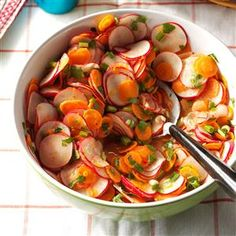 Radish, Carrot & Cilantro Salad Recipe -Bright carrots and radishes pop in this citrusy salad. My husband likes it with anything from the grill. I like to pile it on tacos. Cilantro Recipes, Radish Recipes, Salad Recipes, Cilantro Ideas, Carrot Recipes, Rib Recipes, Radish Salad, Carrot Salad, Food Test