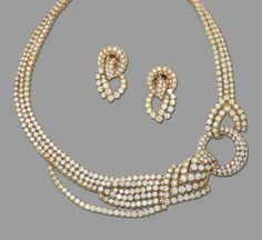 A DIAMOND COLLAR NECKLACE AND