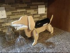 Dachshund wine glasses and bottle holders- Vasos de vino Dachshund y porta botellas Dachshund wine glasses and bottle holder Wood Wine Holder, Wine Bottle Holders, Wood Projects That Sell, Scrap Wood Projects, Dachshund, Unique Wine Racks, Oak Plywood, Wood Patterns, Wood Crafts