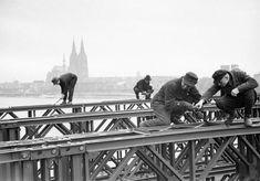 Montage der Pattonbrücke zwischen Bastei und Messe 1946, Konrad-Adenauer-Ufer 71, 50668 Köln - Altstadt-Nord (1946)