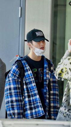 Nct 127 Mark, Mark Nct, Kim Hanbin, Messy Hairstyles, Winwin, Taeyong, Boyfriend Material, Jaehyun, Nct Dream