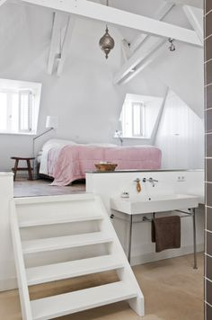 Cool looking bedroom / loft...