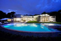 Modern Retreat in Florida by SDH Studio