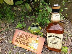testowanie w ogrodzie #wybeetnepolaczenie #miodowyJack #TennesseeHoney https://www.facebook.com/photo.php?fbid=1096684313726453&set=o.145945315936&type=3&theater