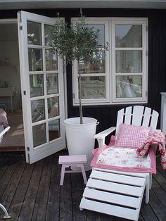 Great outdoor cottage look