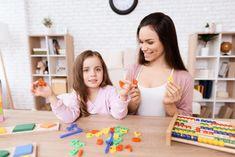 A legtöbb gyereknek gondot okoz a szöveges feladatok megoldása, nem tudják, hol kezdjék. Általában összetettnek és bonyolultnak érzik (néha valóban az is).  Mi a kulcsa a szöveges feladatok megoldásának? Olvasd el a blogcikkben! Ideas Fáciles, Christian, Games, Samara, Home, Counting Games, Learning Multiplication Tables, Addition And Subtraction, Math Word Problems