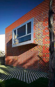 Reciclar marcos de las ventanas de los baños del lado del continente  --- @ ---  XPIRAL innovative answers.Torreagüera Atresados.Murcia, España