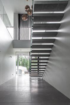 Leijuvat portaat samettisesta, korkealujuus valkobetonista. Toimitimme pitkästä aikaa leijuvat betoniportaat Pohjois-Suomeen. Olemme kehittäneet tämän mallin rakennetta siten että se voidaan asentaa nyt myös valuharkkoseinään omatoimisesti. #finnishdesign, #sisustusbetoni #mittapuu #stairs #design #hoveringstairs #designstairs #portaat #leijuvatportaat #koti #kodinsisustus #kotisisustus #sisustus Koti, Blinds, Stairs, Curtains, Design, Home Decor, Stairway, Decoration Home, Room Decor