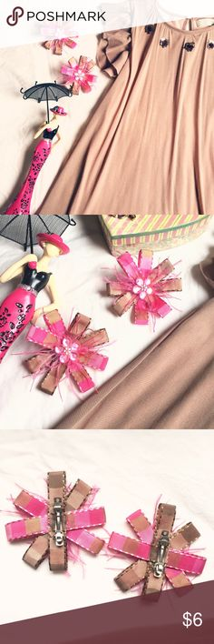 🎀Brown and Pink Hair Bows Set of 2🎀 Brown and Pink Hair Bows Set of 2🎀🎀 Chic hair bows set of pink and brown ribbon with small feathers and flowers on the center. EUC. Accessories Hair Accessories