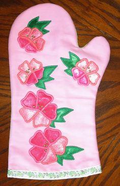 Rukodelieru.ru - это предметы домашнего декора с аппликацией по ткани. Этот альбом посвящён кухонным рукавичкам с аппликацией по ткани и комплектам с рукавичками.
