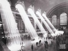 Shortly after New York City's Penn Station was torn down in its east side counterpart—Grand Central Terminal—nearly suffered the same fate. How a Former First Lady Helped Save Grand Central Terminal Alfred Stieglitz, Berenice Abbott, Old Photos, Vintage Photos, Famous Photos, Iconic Photos, Ville New York, Foto Real, Central Station