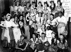 Ary Barroso no Cassino da Urca em 1943, ladeado por Herivelto Martins, Linda Baptista, Dalva de Oliveira, Grande Othelo e outras.