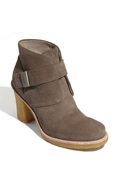 darling- Jill I saw these in person on a friend in Denver and they looked amazing with cuffed skinny jeans and she said they were comfy!validated by two hip peoople! Cheap Snow Boots, Ugg Snow Boots, Rain Boots, Shoe Boots, Ankle Boots, Nordstrom Boots, Ugg Bailey Button, Ugg Classic, Clogs