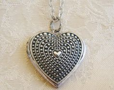 Beautiful Silver Heart Locket Necklace Original Wedding Bride Birthday Mother Wife Valentines Day Anniversary Daughters Photo Picture- Donna