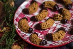 Duté ořechové rohlíčky | Ing of Baking Cookies, Baking, Food, Crack Crackers, Biscuits, Bakken, Essen, Meals, Cookie Recipes