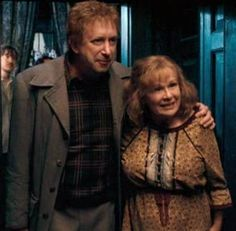 Arthur Wealey (Mark Williams) and Molly Weasley (Julie Walters) at 12 Grimmaund Place in 1995.