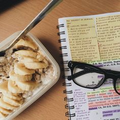 laramurallos: 2015 September 29 I decided to make overnight oats so that I won't waste time making breakfast in the morning. To my surprise it was really good, and I have decided to continue making this my breakfast forever hehe. Also, since we don't have classes today, I dedicate this day to studying for our midterms in criminal law 1 on Friday.
