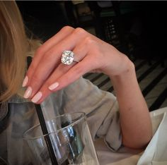 Take a look at the best big wedding rings in the photos below and get ideas for your wedding! Big Wedding Rings, Wedding Goals, Wedding Bands, Wedding Ideas, Tiffany Wedding Rings, Ring Set, Ring Verlobung, Dream Engagement Rings, Wedding Engagement