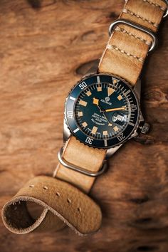Montre Aramar Marine black montée sur un bracelet nato en cuir #mode #montre #aramar #marine #nato #cuir #fashion #mensfashion #fashionformen #submariner #watch #watches
