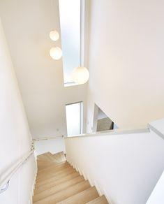 ガーデンテラスのある3階建て|平屋|建築事例|注文住宅|ダイワハウス Staircase Design, Sweet Home, Stairs, Living Room, Lighting, House, Home Decor, Stair Walls, Glass