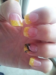 Glitter yellow French Tip, while nail