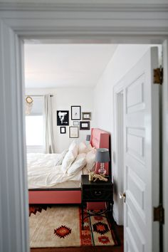 dallas shaw's bedroom in rue magazine // #pink #white