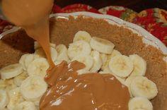 Banoffee Pie (Caramel Banana Cream Pie) made with graham cracker crust, bananas, sweetened condensed milk, and whipped cream Amish Recipes, Tart Recipes, Dessert Recipes, Banana Recipes, Just Desserts, Delicious Desserts, Yummy Food, Banana Caramel Pie, Sweet Whipped Cream