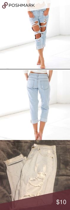 Distressed Capri cropped Jean Says size small which is size 4-6 Chichime Jeans Ankle & Cropped