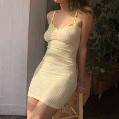 Helloooo, Here are some outfit, makeup and accessories inspiration for euphoria characters that you can use to style your own outfits. Actrices Sexy, Summer Outfits, Cute Outfits, Summer Dresses Tumblr, Look Retro, Bodycon Dress, Dress Up, Cami Dress Outfit, V Neck Dress