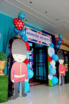Hunter's British Royal Themed Party – Entrance British Themed Parties, British Party, Theme Anglais, First Birthday Parties, First Birthdays, 3rd Birthday, England Party, Paddington Bear Party, Freshers Party
