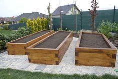 vyvýšené záhony na zeleninu - Hľadať Googlom Metal Raised Garden Beds, Building Raised Garden Beds, Raised Beds, Long Planter Boxes, Raised Planter Boxes, Garden Boxes, Easy Garden, Cool Plants, Backyard Landscaping