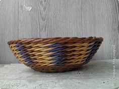 веревочка из пяти (2 перед, 3 за) разными цветами на стойках, кратных пяти.