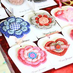 We love craft markets. Craft Stall Display, Craft Show Displays, Display Ideas, Purple Door, Craft Stalls, Market Displays, Crocheted Flowers, Market Stalls, Craft Markets