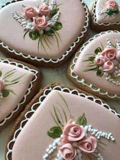 A mix of piping and painting details to mimic a trailing. A mix of piping and painting details to mimic a trailing flower bouquet. Valentines Day Cookies, Mother's Day Cookies, Paint Cookies, Fancy Cookies, Heart Cookies, Iced Cookies, Royal Icing Cookies, Cupcake Cookies, Summer Cookies