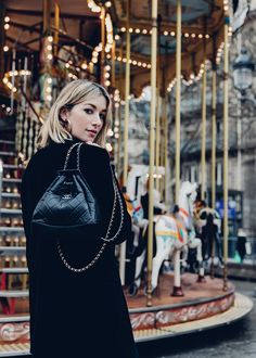 8 Steps To Mastering The 'French Girl' Allure Chanel Handbags, Fashion Handbags, Fashion Bags, Fashion Outfits, Fashion Trends, Fashion Clothes, Backpack Outfit, Fashion Backpack, Chanel Gabrielle Bag